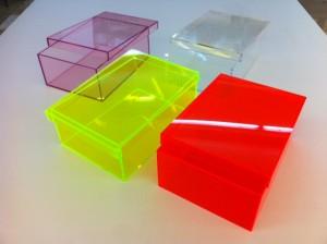 Boîtes colorées avec couvercle